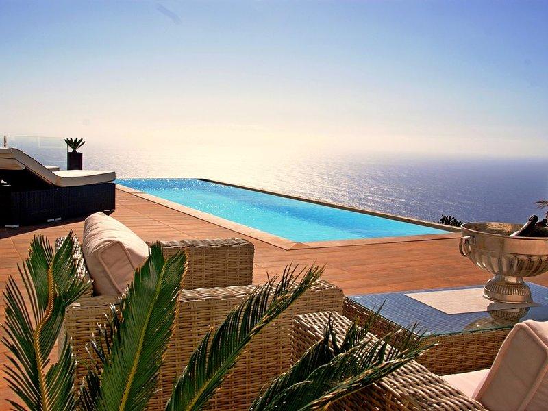 Außergewöhnliche Architekten-Villa mit traumhaften Meerblick und Infinity-Pool, alquiler vacacional en Puntagorda