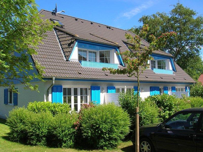 FeWo f. max. 4 Pers., ruhige Lage, Terrasse, Strandkorb, WLAN, Haustiere erlaubt, holiday rental in Ostseebad Prerow