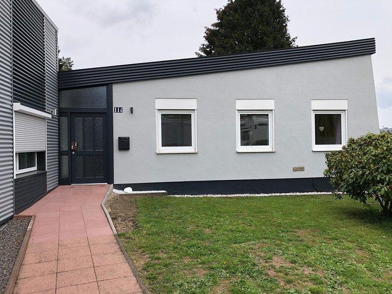 """""""Ferienhaus Ilse"""" Schönes renoviertes Ferienhaus mit großem Garten und Terrasse, holiday rental in Saarland"""