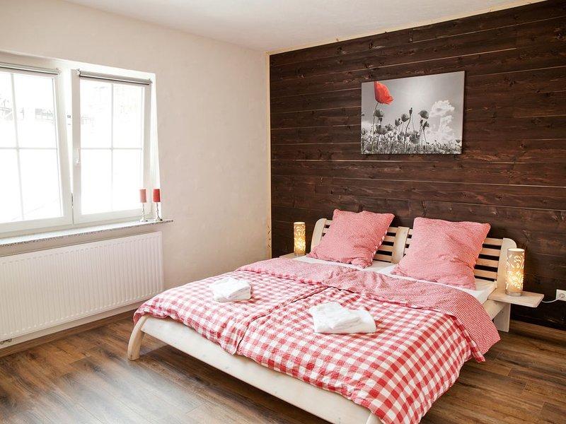 Landhaus im Rinnetal: moderne Ferienwohnung Dornröschen mit südseitigem Balkon, holiday rental in Schwarzenborn