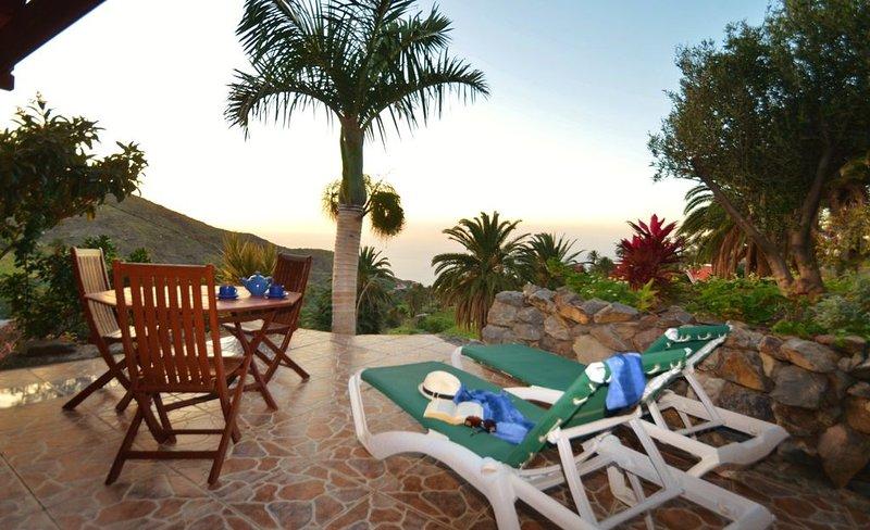 Individuelles und ruhig gelegenes Holzhaus mit 2 Terrassen, holiday rental in Arure