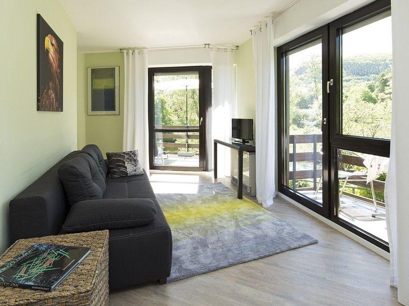 Nationalpark Eifel, zentral, erhöhte Lage, toller Ausblick auf Fluss u. Berg, holiday rental in Nideggen