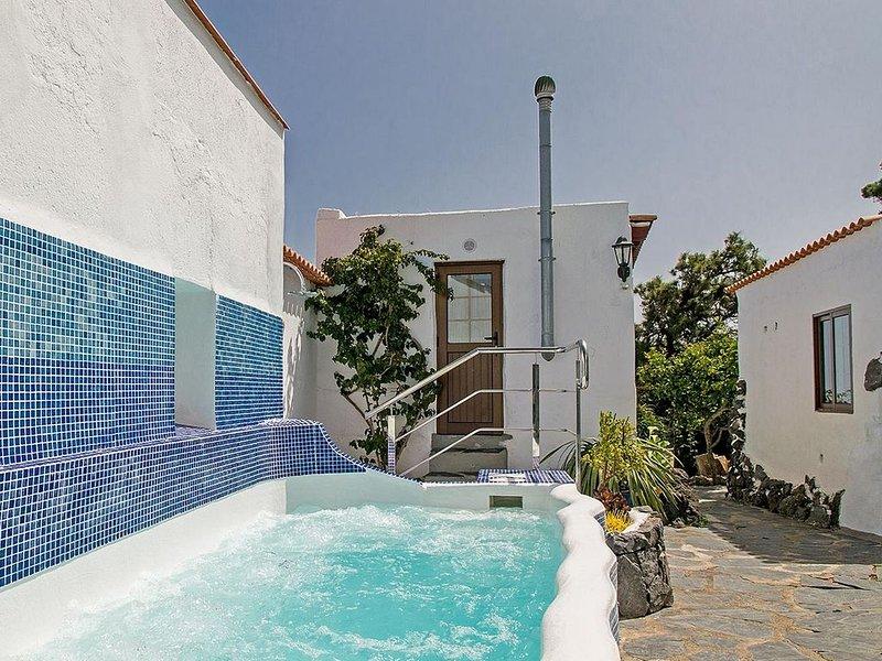 Großzügige Finca mit 4 Schlafzimmern für max. 8 Personen mit großem Whirlpool, holiday rental in El Tanque