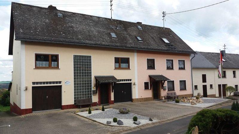 großes ****Ferienhaus Muders für 8 Pers. - 180 qm -  Im Tal der Loreley, holiday rental in Miehlen