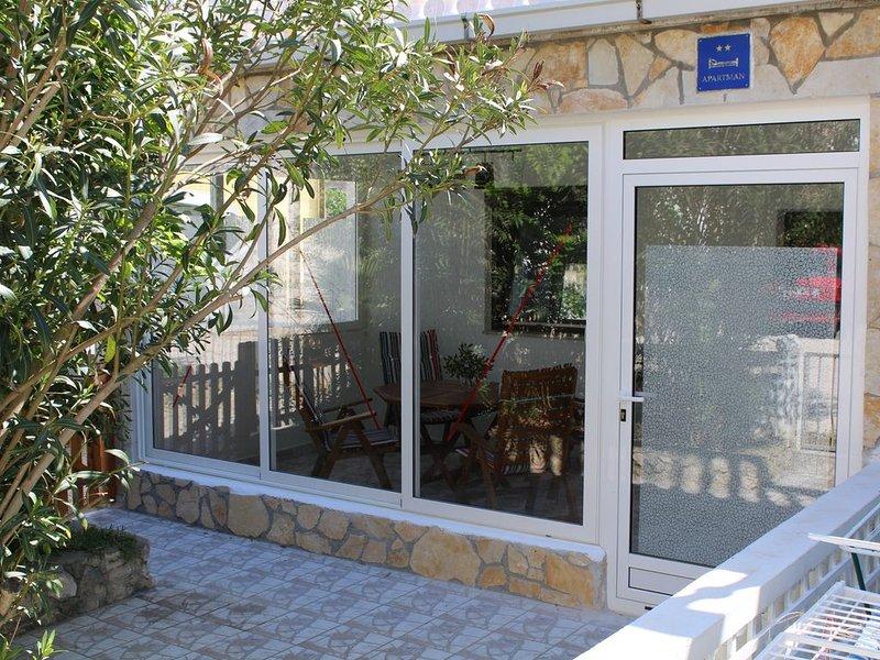 Appartement in Hafen- und Strandnähe mit netter internationaler Nachbarschaft, holiday rental in Vrsi