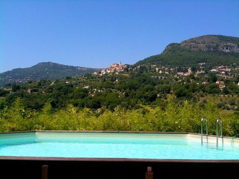 Villa au calme 2 maisons ,vue panoramique,piscine, holiday rental in Greolieres