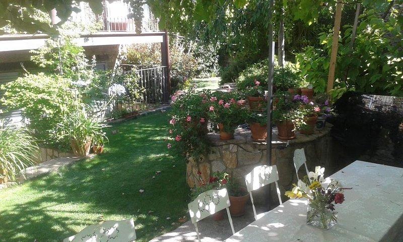 villa de charme avec piscine climatisée, vacation rental in Hita