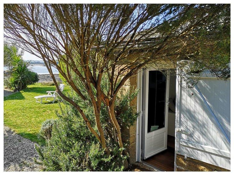PENTY COSY LES PIEDS DANS L'EAU, vacation rental in Ile-de-Brehat