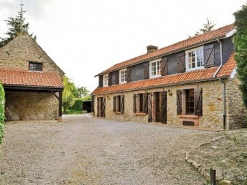 BOULOGNE SUR MER/WIMEREUX grand gite tout confort (17 personnes), casa vacanza a Belle-et-Houllefort