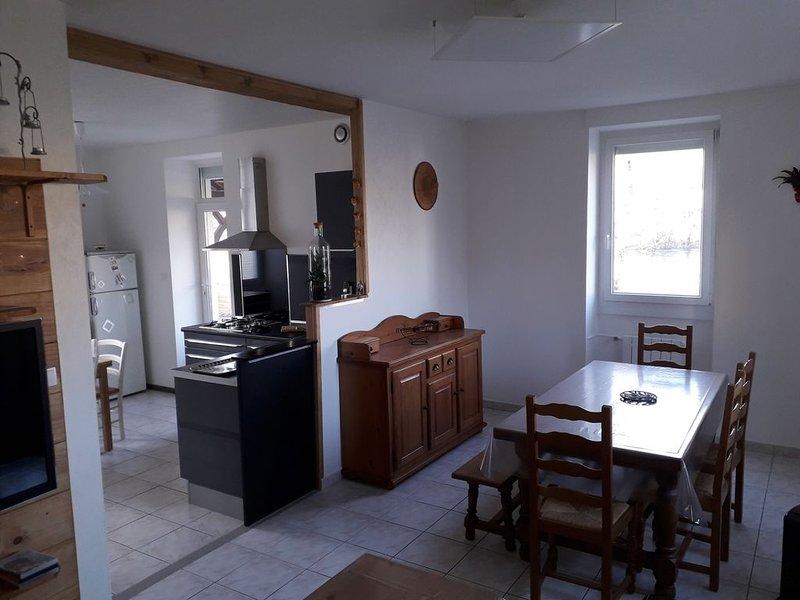 Au fil de l'Ain, maison entière, holiday rental in Saint-Martin-du-Mont