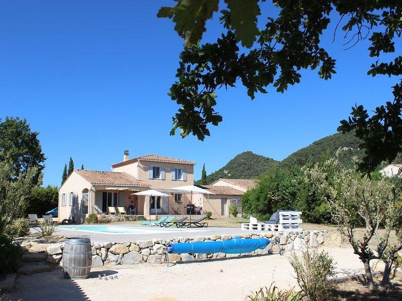 Confortable villa avec piscine au pied du village de Séguret, location de vacances à Seguret
