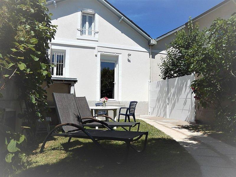 Logement indépendant dans cité médiévale de La Charité sur Loire à 100m de Loire, holiday rental in Jouet sur l'Aubois