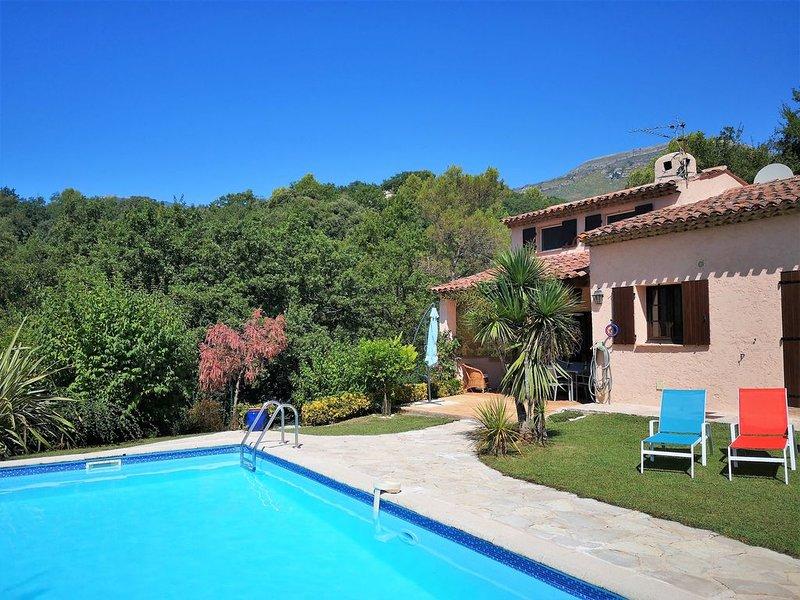 Maison de vacances sur la côte d'Azur, quatre chambres, piscine, garage fermé, Ferienwohnung in Vence
