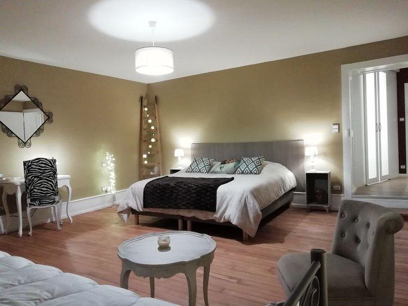 L Aînée, chambre d hôte de charme dans une demeure du XVIIIème siècle, holiday rental in Crevechamps