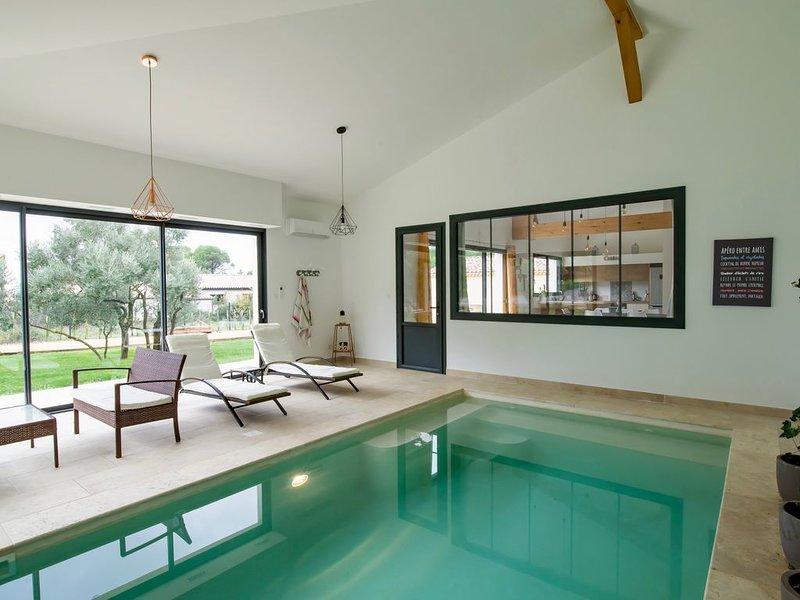 L Oulivastre : Villa avec piscine intérieure, location de vacances à Uchaux