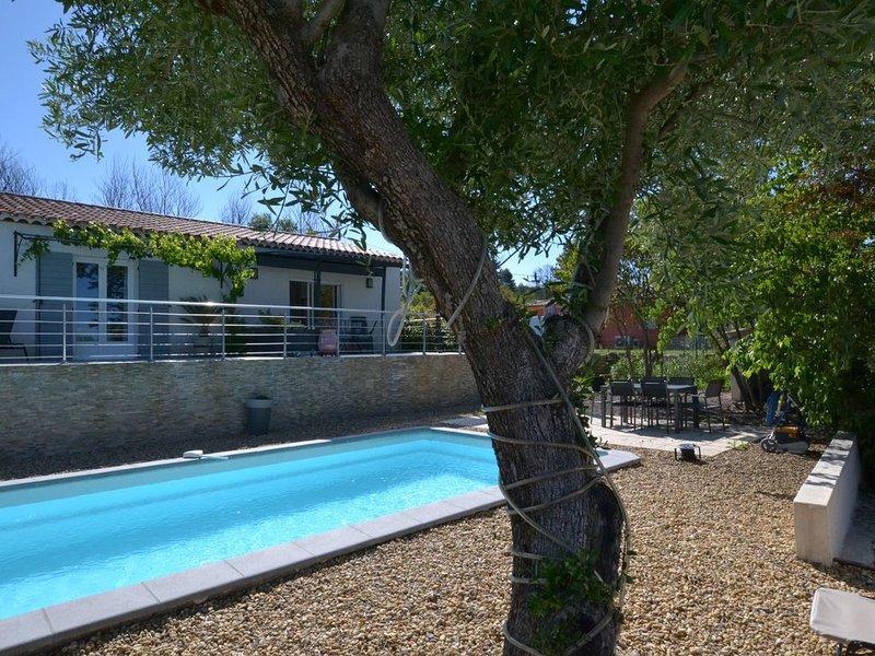 Loue 2 pièces dans villa sur terrain 1800m2, location de vacances à Draguignan