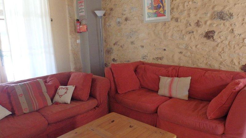 Magnifique gîte 5 personnes, Périgord noir, piscine chauffée, tennis, golf, ..., holiday rental in Bouillac