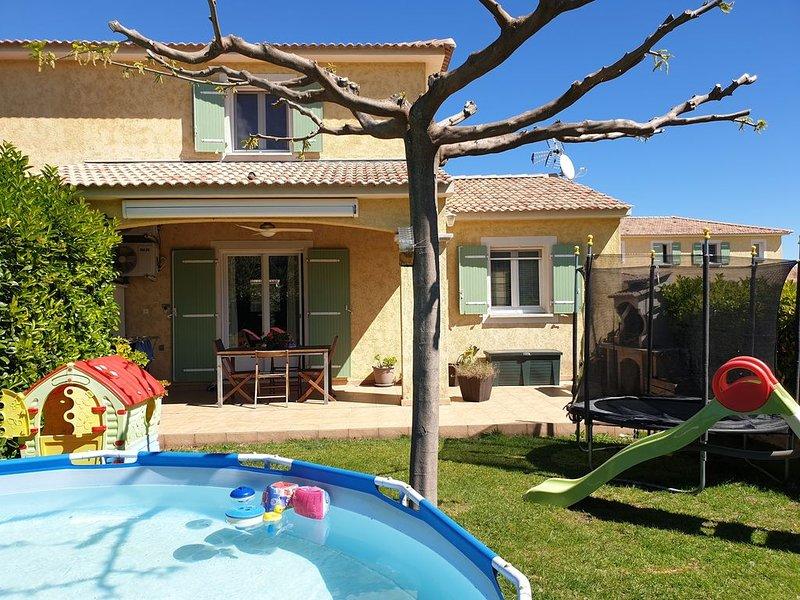 Maison mitoyenne 85m2 jardin piscine barbecue mer, location de vacances à Sorbo-Ocagnano