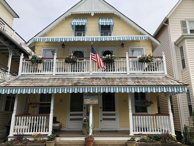 1 Bdrm 1st flr Apartment in historic Victorian home 1block>beach - Summer Rental, alquiler de vacaciones en Ocean Grove
