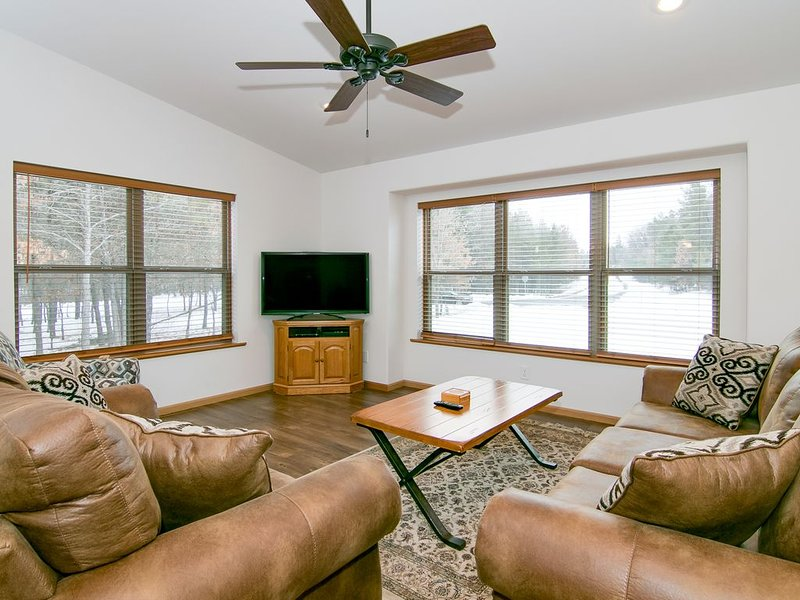 5BR/4BATH GOLF COURSE HOME, ADJACENT TO SAND VALLEY GOLF COURSE. LAKE ARROWHEAD, holiday rental in Plainfield