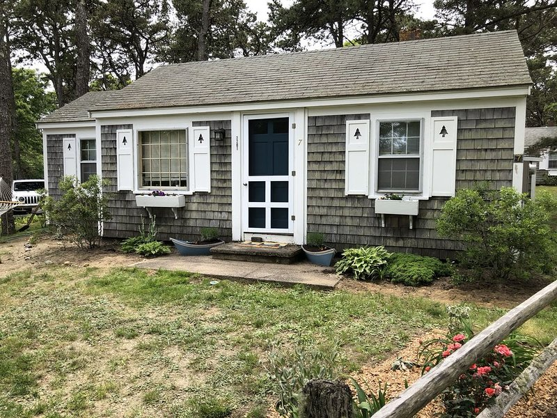 Cute Cape Cottage with Pond, vacation rental in Eastham