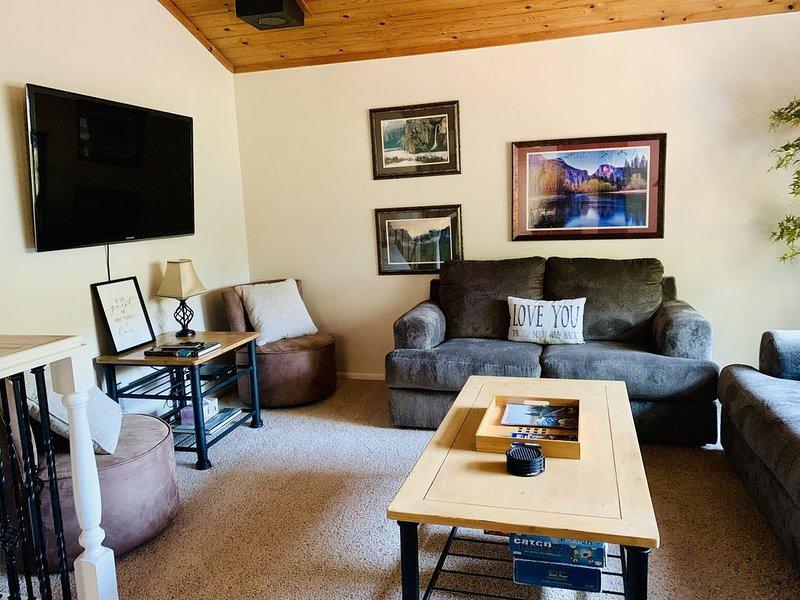 Habitación familiar en la planta superior con TV de pantalla plana + reproductor Smart Blue Ray