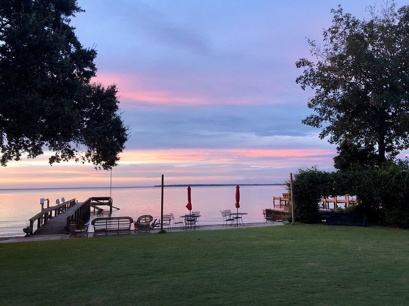 Lakefront home with private dock & boat landing!, holiday rental in Pineville