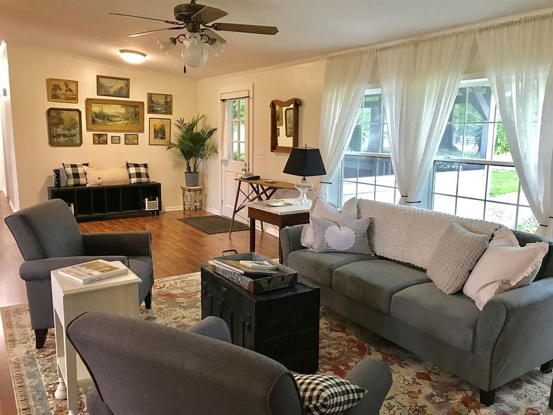 Country cottage in the middle of everything, vacation rental in Fairview