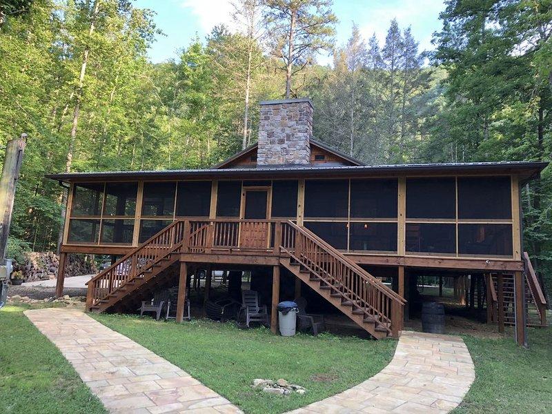 Creek Front luxury Cabin, alquiler de vacaciones en Parrottsville