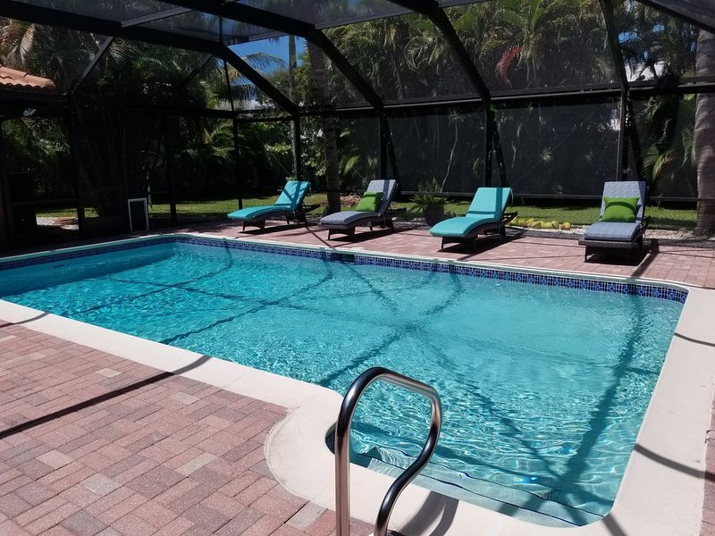 Wonderful Home with Pool & Garden,short drive, bike or walk to beach!!, alquiler de vacaciones en Goodland