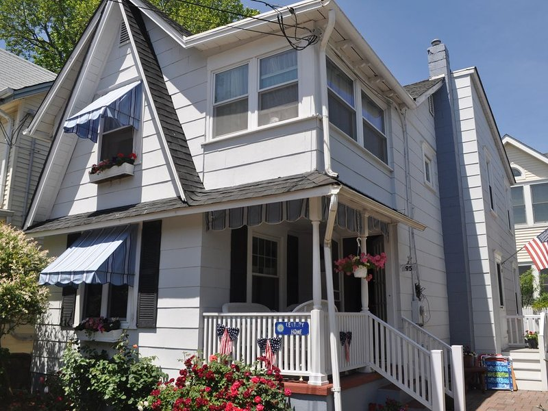 Charming & Pristine Beach House in Historic Ocean Grove, NJ, holiday rental in Neptune