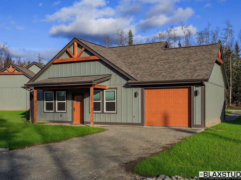 Stoneridge Place Cottage #2 - Vacation or Executive Retreat 2BR 2BA Garage!, vacation rental in Wasilla
