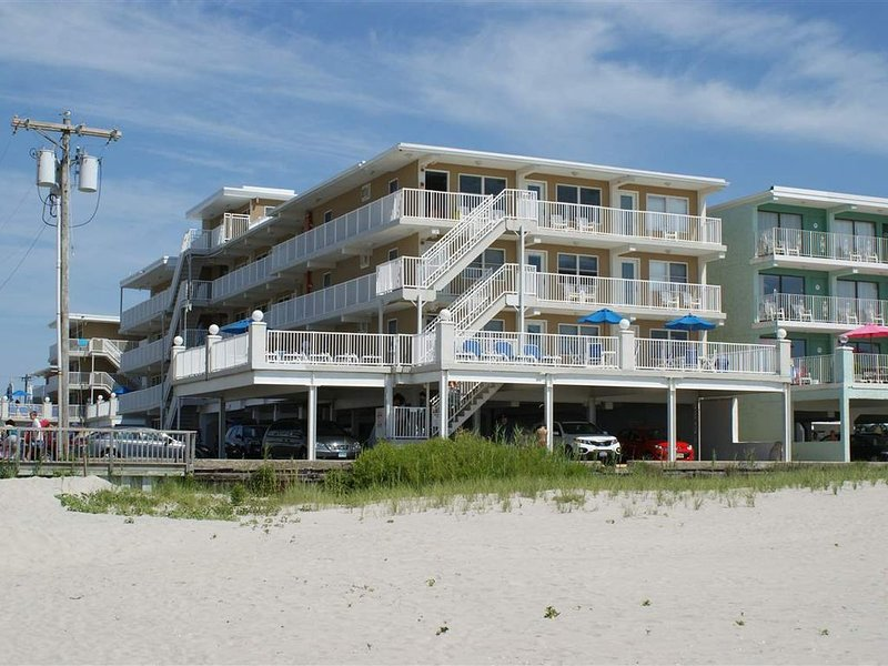 Beach Block Wildwood Crest Condo, holiday rental in North Wildwood