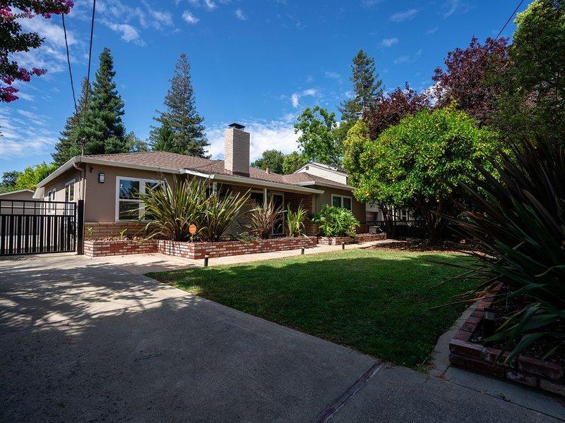 New! Modern Designer Home in Palo Alto, vacation rental in Los Altos