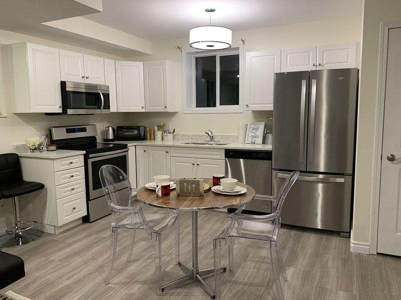 Holly's Home - Cozy One Bedroom Suite, location de vacances à Saskatoon