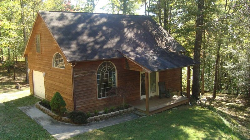 Ride Or Drive The 'Tail Of The Dragon'  - Smoky Mountain Cabin, Tallassee, Tn, holiday rental in Maryville