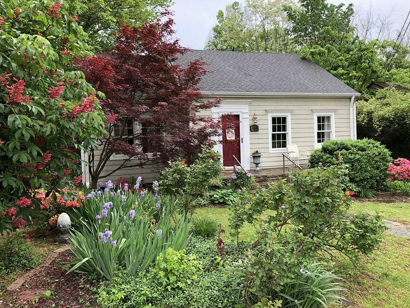 Historic setting, close to UofA, Dickson Street, Wilson Park, vakantiewoning in Fayetteville