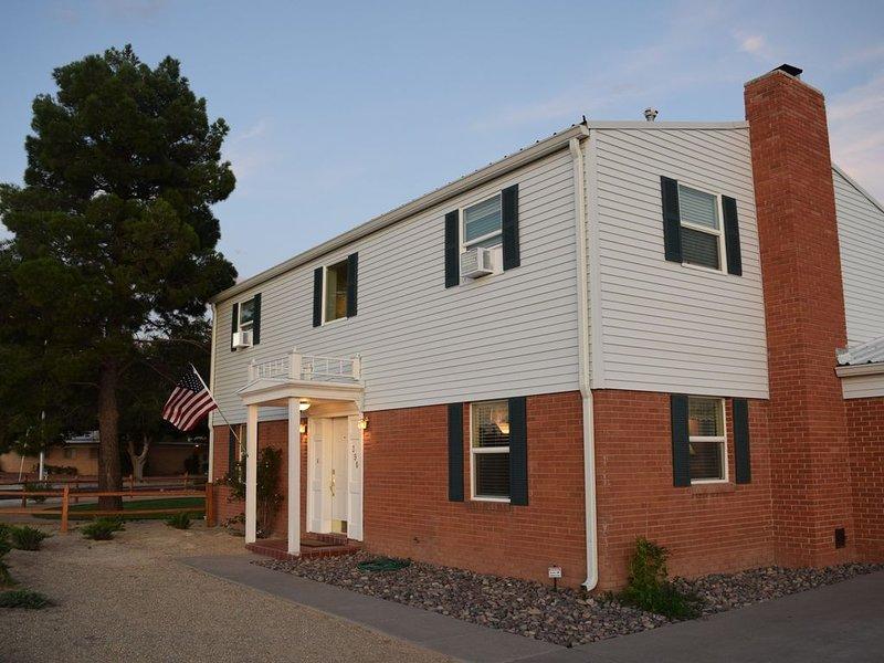 Charming home, quiet neighborhood, close to NMSU & Convention Center, casa vacanza a Las Cruces