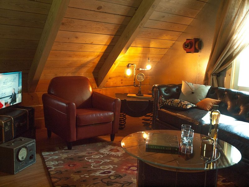 Valerian Cabin at Lake Lucerne Resort and Ranch Treehouse-Vibe Lakeview, location de vacances à Huntsville