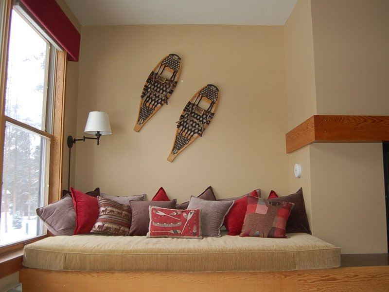 Large 1BR Condo. Steps away from resort shuttle. Independently Operated., holiday rental in Dillon