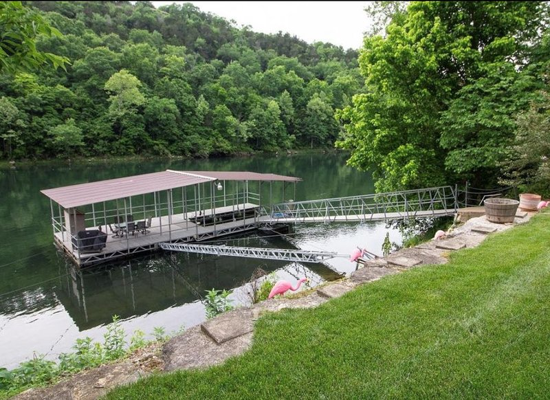 Branson, Lake Taneycomo - Fall 2020 special $399 a night!, holiday rental in Hollister