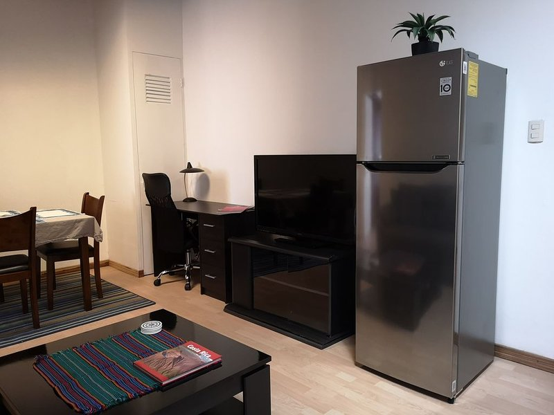 2 Bdrm Apt Safe Area King Bed 10 Min From Airport, alquiler vacacional en Rio Segundo