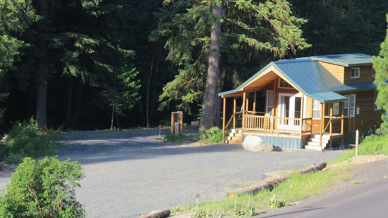 Antone Creek Lodge, Rich's Portable Cabins, Classic Double Loft #1, location de vacances à Baker City