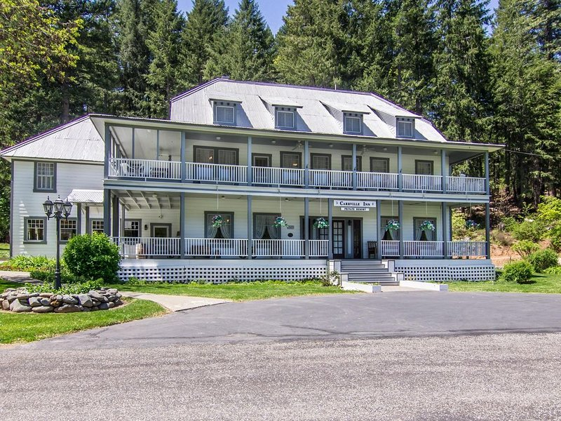 Exclusive Use Private Resort situated in California's Trinity Alps wilderness, holiday rental in Trinity Center