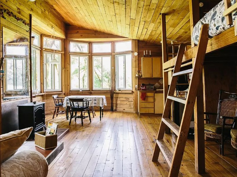 Relax, rejuvenate, and refresh your soul.  Cabin located between Canby & Aurora, location de vacances à Molalla