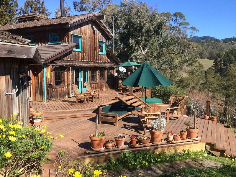 A secluded retreat in the redwoods and near beaches in Half Moon Bay, location de vacances à Half Moon Bay
