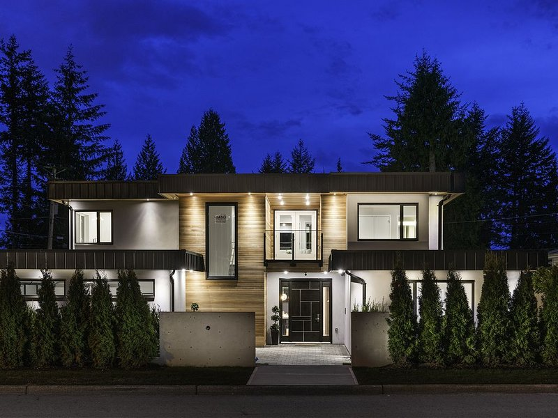 Edgemont Jewel in the heart of Edgemont Village, vakantiewoning in North Vancouver