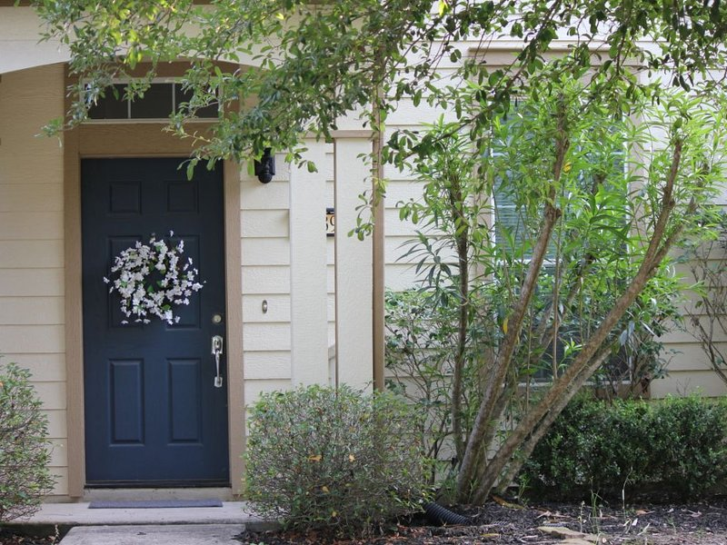 ★Beautiful, Modern 2BR near Wedding Venues/Htown/IAH Airport/The Woodlands★, holiday rental in Spring