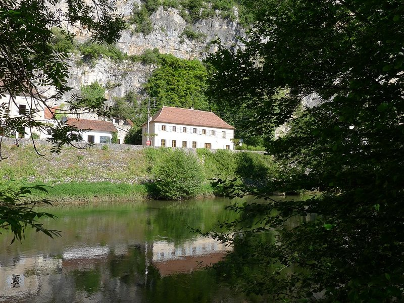Beautifully Restored, Large French Villa On The Banks Of The River Cele., location de vacances à Marcilhac-sur-Cele