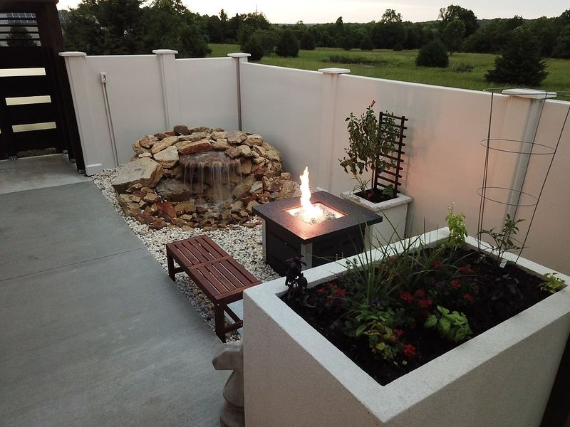 Private Retreat! Luxurious and modern. Perfect for a quiet getaway., holiday rental in Stockton
